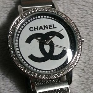 Watch with mesh band and stones homage to Chanel